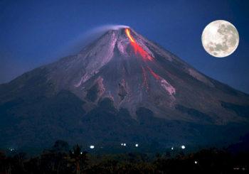 Онлайн веб камеры активного вулкана Агунг на Бали