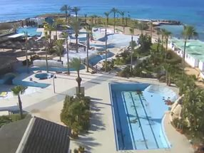 Онлайн веб камера бассейн отель Adams Beach