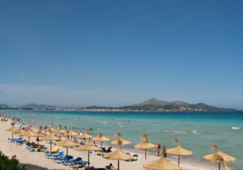 Онлайн веб камера Испания Майорка пляж Алькудия
